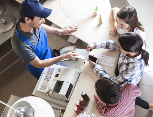 ¿Deberías pasar del (tóxico) ticket de papel al recibo digital?